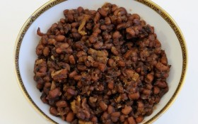 Sweet Karamani Sundal (Black Eyed Peas)